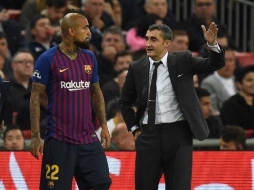 Valverde donant instruccions a Arturo Vidal en el partit contra el Tottenham