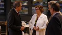 El president de la Generalitat, Quim Torra, durant la visita a l'Institut de Recerca de l'Hospital de la Santa Creu i Sant Pau (IR Sant Pau)