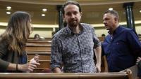 El líder de Podem, Pablo Iglesias, ahir al seu escó a l'hemicicle del Congrés