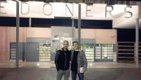 Pep Guardiola, ahir a les portes del centre penitenciari de Lledoners, acompanyat del periodista Xavi Torres.