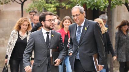 El president, Quim Torra, amb el vicepresident, Pere Aragonès, i la resta d'assistents a la cimera, ahir al Pati dels Tarongers