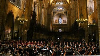L'Orquestra Simfònica i el Cor del Liceu durant l'homenatge a Montserrat Caballé
