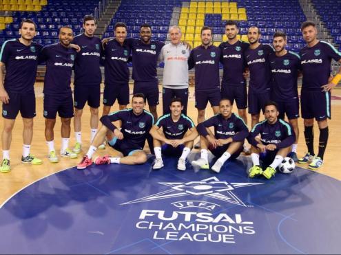 La plantilla del Barça Lassa, abans del darrer entrenament per preparar la fase elit de la UEFA Futsal Champions League