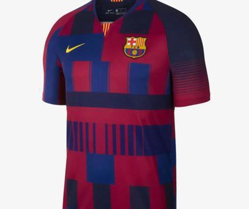 Disseny vistós. La samarreta combina els dissenys creats per Nike per al  Barça durant les últimes dues dècades NIKE.COM. 2aed0d8417e