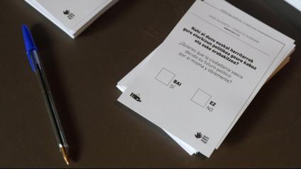 Detall de les papeletes utilitzades durant la consulta organitzada per Gure Esku Dago