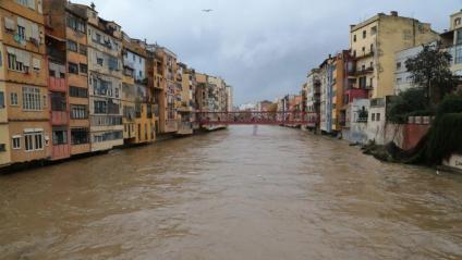 El riu Onyar al seu pas per Girona, aquest diumenge