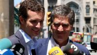 El candidat a la presidència del PP Pablo Casado amb l'exdirector general de la policia, Ignacio Cosidó