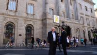 Ernest Maragall i Alfred Bosch, davant de l'Ajuntament de Barcelona