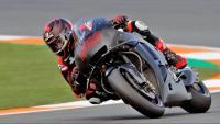 Lorenzo, amb un prototipus tot negre de la nova Honda, sense ni tan sols el logotip de la marca