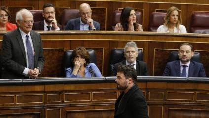 El ministre Borrell i el diputat Rufián al ple del Congrés