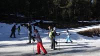 Un grup d'esquiadors en ple pont de la Puríssima fent esquí nòrdic a l'estació Tuixent-la Vansa