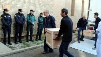 Operaris emportant-se obres del Museu de Lleida, l'11 de desembre del 2017