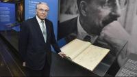 El president de la Fundació La Caixa, en una exposició de Moragas