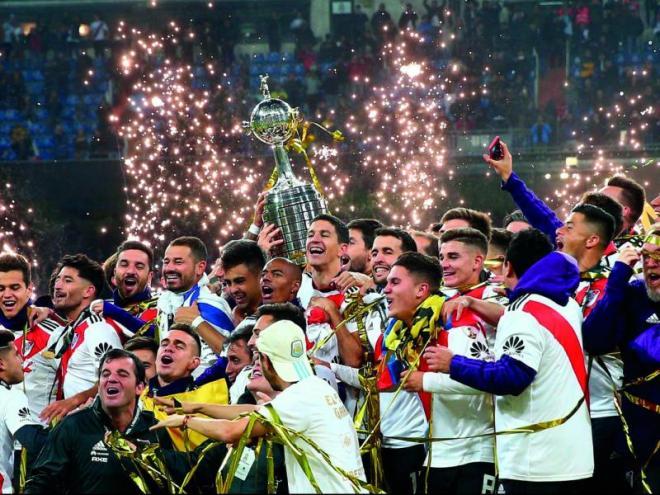 Els jugadors del River Plate celebren el títol de la Libertadores sobre la gespa del Bernabéu
