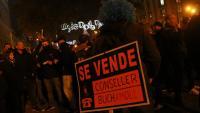 Un moment de la concentració dels Mossos davant la seu d'Economia