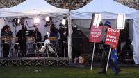 Sala de premsa improvisada a l'exterior del parlament britànic per seguir la moció de confiança contra Theresa May