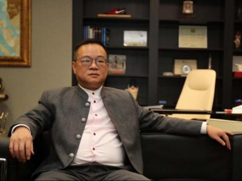 Chen Yansheng en un moment de l'entrevista que va concedir als mitjans oficials del club.