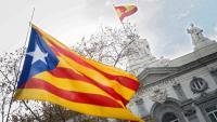 Una estelada onejant davant de la seu del Tribunal Suprem, a Madrid, en la protesta de dissabte passat