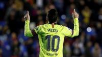 Leo Messi celebra un dels tres gols que va fer diumenge contra el Llevant