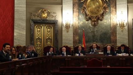Advocats i magristrats a la sala del Suprem on se celebra la vista