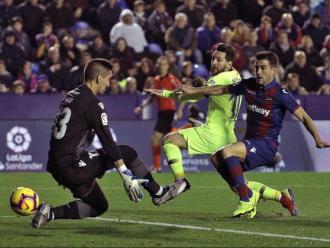 Messi, en la jugada que va significar el seu segon gol al Ciutat de València