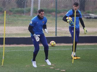 Gorka Iraizoz i Yassine Bounou durant un entrenament