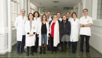 L'equip mèdic interdisciplinari que ha aplicat la tècnica, amb algunes de les pacients