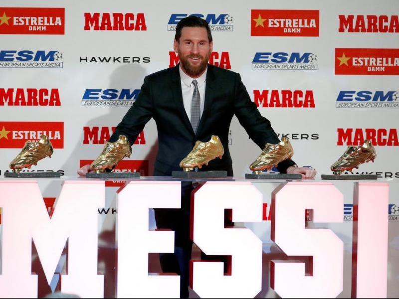 Leo Messi, amb les cinc Botes d'Or.