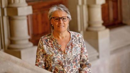 Maria Josep Feliu , a les escales del Palau de Justícia, a Barcelona