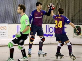 Pablo Álvarez i Nil Roca es feliciten després d'un gol a Lloret de Mar