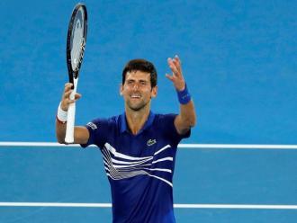 Djokovic fa el ritual habitual després dels seus triomfs