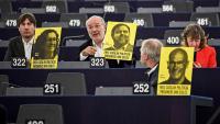 L'eurodiputat d'ERC, Josep Maria Terricabras –centre–, al Parlament Europeu avui durant la intervenció de Pedro Sánchez