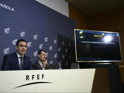 Velasco Carballo i Clos Gómez ahir fent balanç del VAR