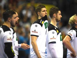 Decepció. Així van quedar els jugadors alemanys després del gol de N'Guessan a l'últim sospir