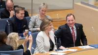 Stefan Löfven, primer ministre suec, somriu després d'haver estat reelegit ahir al Parlament