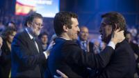 Casado i Feijóo se saluden en presència de Rajoy