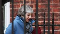 Theresa May, primera ministra britànica, sortint de la seva residència, a Downing Street