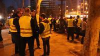 Més de 300 cotxes VTC es concentren a la Diagonal per exigir participar en la negociació entre els taxistes i el govern