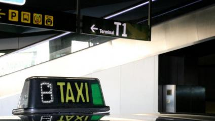 Un taxi a l'aeroport del Prat de Barcelona