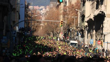 Imatge dels taxistes baixant per Via Laietana