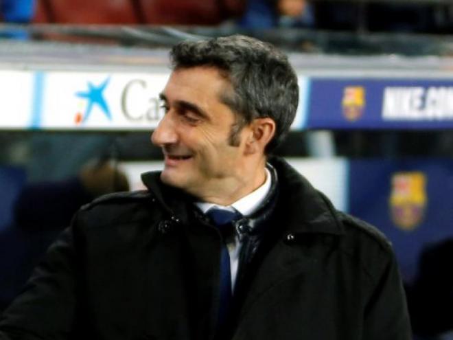 Ernesto Valverde saluda Mauricio Pellegrino abans del començament del partit contra el Leganés al Camp Nou
