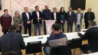 L'alcalde, al centre, va comparèixer acompanyat de membres d'altres partits del govern i de l'oposició municipal