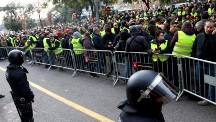 Concentració de taxistes davant la conselleria de Territori