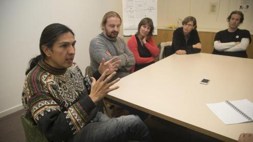 A la taula rodona, els convidats comparteixen la seva experiència en el seus països d'origen respecte als fets recents ocorreguts al territori espanyol