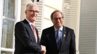 El president de Flandes, Geert Bourgeois, i Quim Torra, se saluden a les portes de la seu del govern flamenc