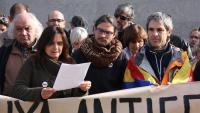 Tomàs Sayes al centre escoltant el manifest que es va llegir el passat 28 de novembre als jutjats de Puigcerdà
