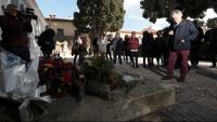 L'escriptor durant la cerimònia davant la tomba del poeta a Cotlliure