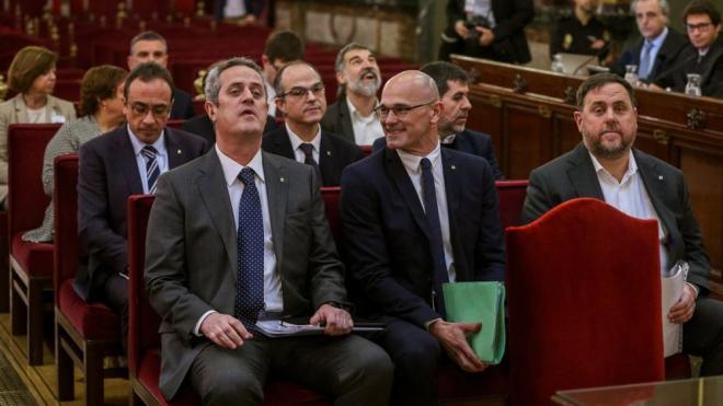 Els dotze independentistes catalans, al banc dels acusats del Tribunal Suprem, en iniciar-se el judici, dimarts passat