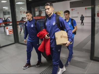 Granell , Juanpe i Pere Pons, a punt de pujar al tren