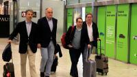 González Pons i la resta de membres de la delegació expulsada de Veneçuela, ahir a l'aeroport de Barajas